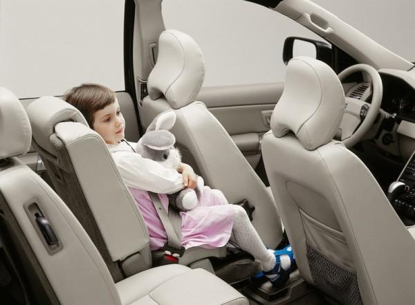 na zdjęciu: siedzenie podwyższające VOLVO, tzw. fotelik wbudowany, zintegrowany z samochodem (built-in)
