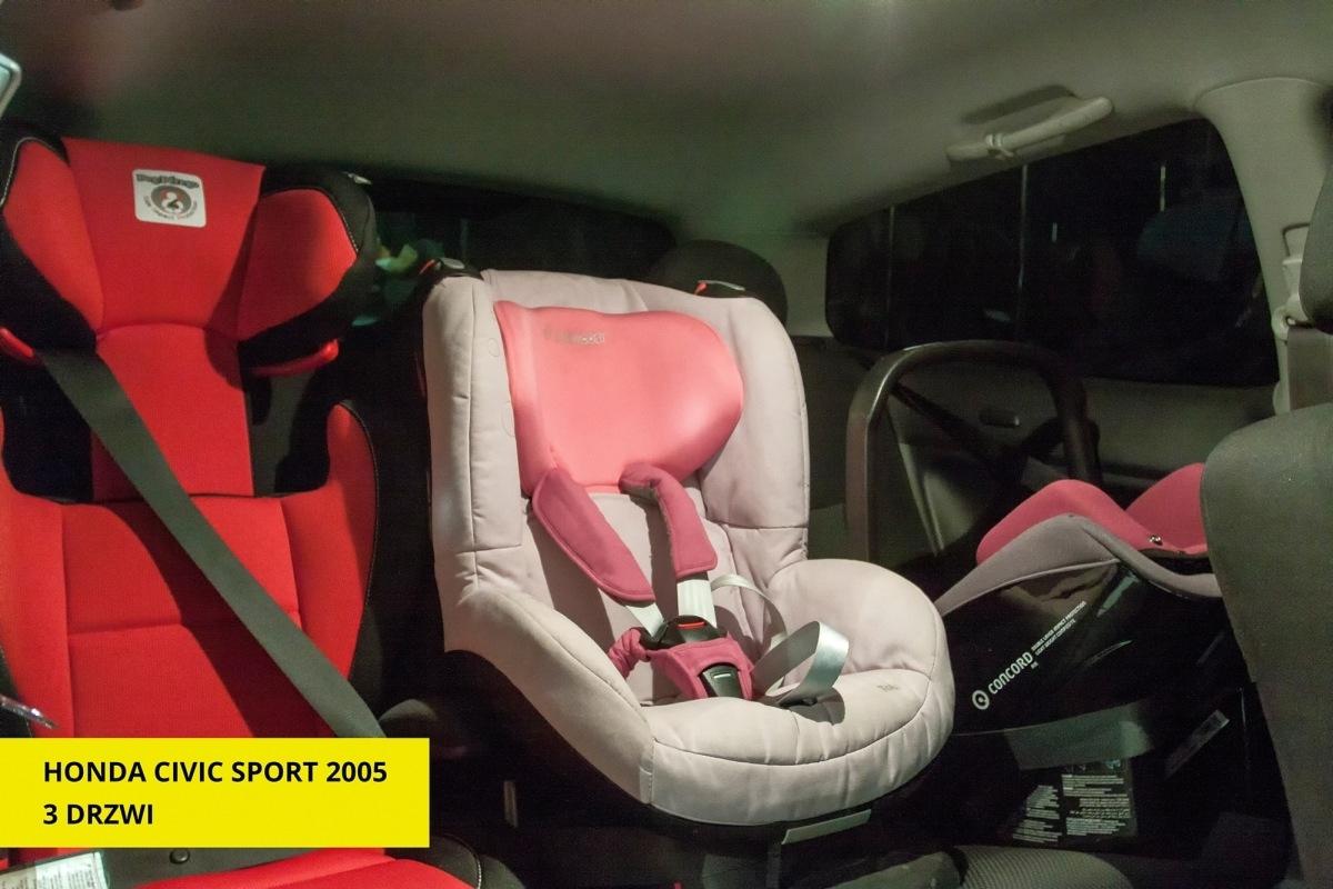 Trzy foteliki zmieszczą sie nawet w małych samochodach.