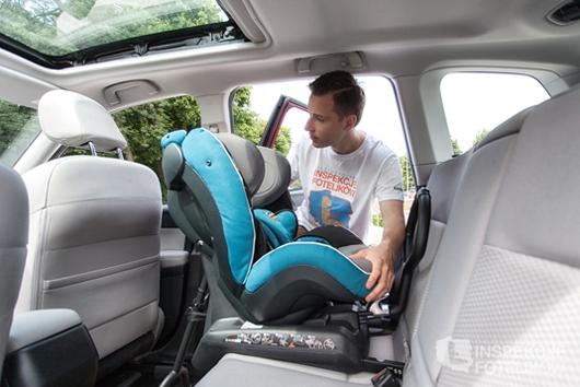 Pamietaj, że nie ma co się spieszyć ze zbyt szybką wymianą. Jeżeli to możliwe, Twoje dziecko powinno jak najdłużej jeździć w foteliku tyłem do kierunku jazdy, 9-18 kg