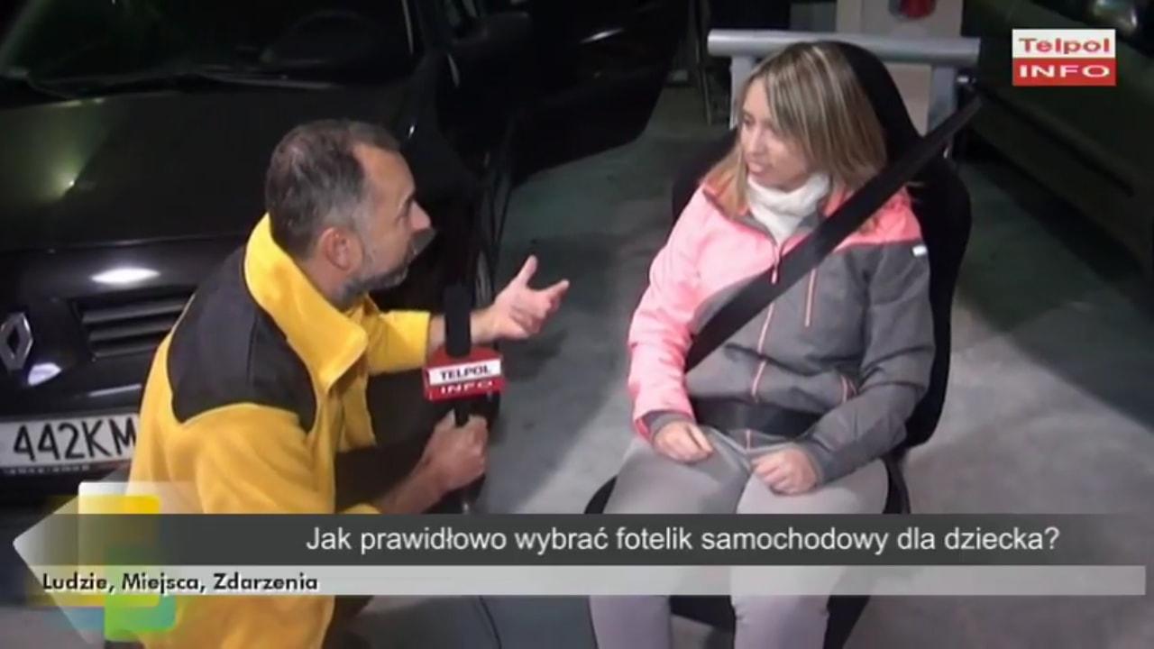 Paweł Kurpiewski pokazuje reporterce Telpol Info zabawę w nurka ;-)