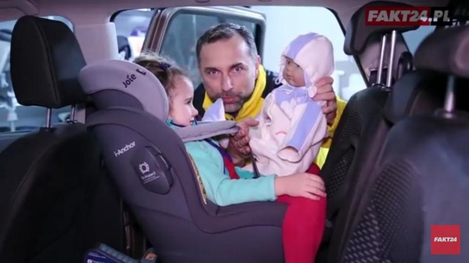 Luzy spowodowane przez kurtkę mogą wynosić nawet 13 cm! Spokojnie zmieściłoby się tam drugie dziecko.