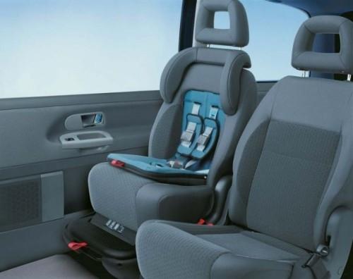 VW Sharan – fotelik zintegrowany. Do użycia raczej w ostatecznej ostateczności niż do wożenia codziennie ;-)