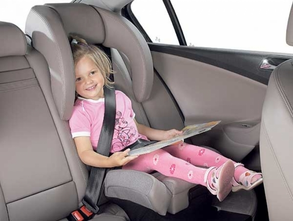 Volkswagen Passat – fotelik zintegrowany. Nie jest to fotelik, który polecamy ale w ostateczności lepiej użyć takiego niż żadnego.PODKREŚLAMY - w sytuacji kiedy serio nie mamy nic innego! I najlepiej jednorazowo ;-)