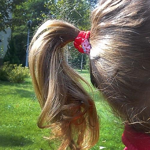 To właśnie ta ozdoba do włosów wywołała łzy u młodej damy ;-)