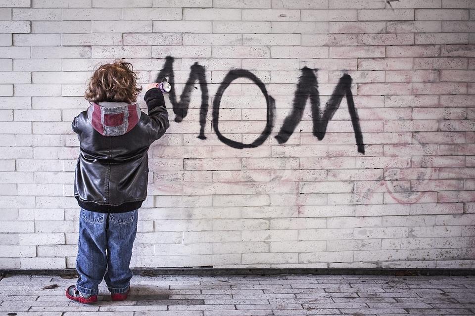 Aby dzieci dzieci malowały po kartkach, a nie po ścianach! ;-)