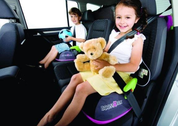 A tutaj widzimy podpupniki - plecaki ;-) Po podróży, o ile nasze dzieci ją przeżyją, można wziąć popdupnik na plecy i w drogę!