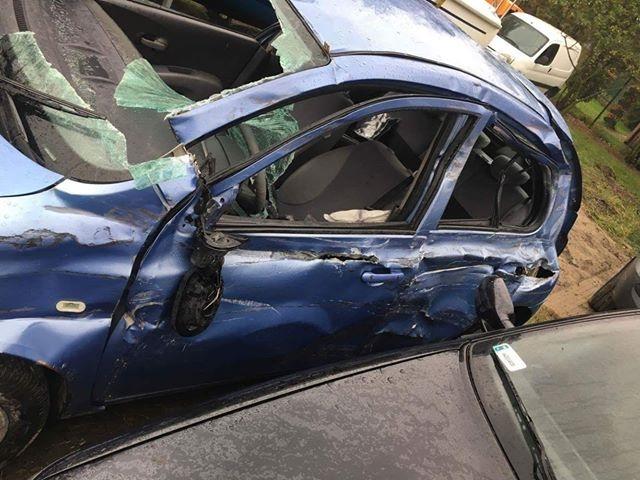 Tak wyglądało auto Pani Aleksandry,po staranowaniu tirem i przekoziołkowaniu do rowu. Jak sama mówi - uratowały ją pasy i adapter.