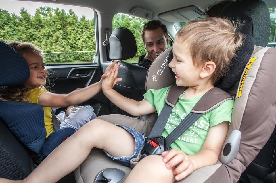 Aby fotelik samochodowy chronił dziecko podczas jazdy, musi być idealnie dopasowany do jego potrzeb. Trudno, by jeden model w równym stopniu pasował do niemowlęcia i kilkulatka
