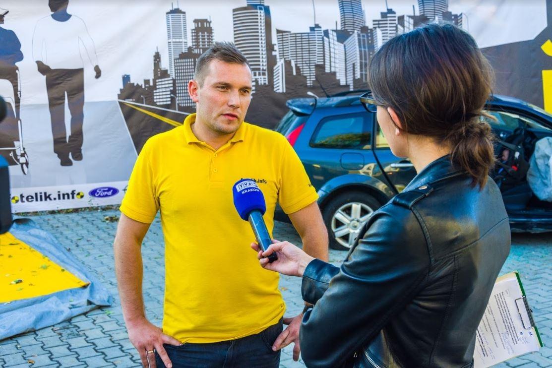 Technik fotelik.info Kraków - Piotr Wawrzyńczak, który dobrał Krysi fotelik. Dziewczynce nie stało się kompletnie nic!