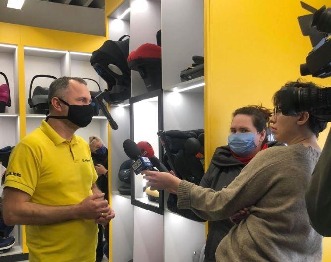 Paweł Kurpiewski - biomechanik zderzeń i ekspert ds bezpieczeństwa dzieci w samochodach podczas wywiadu