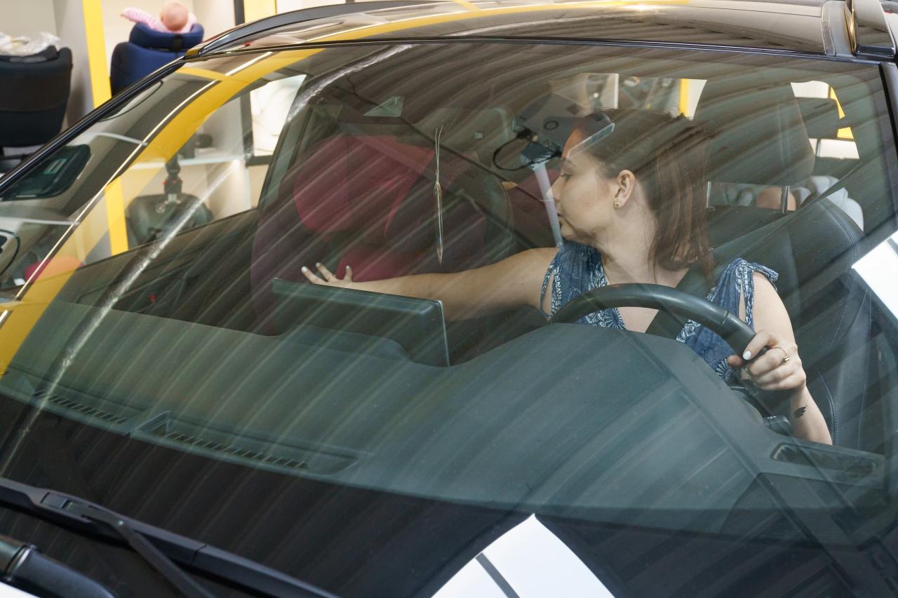 Zanim ruszysz w drogę, upewnij się, czy fotelik samochodowy jest przypięty - nawet jeśli nie siedzi w nim dziecko