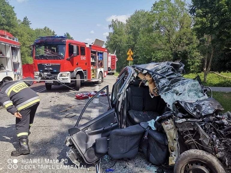 Jedyną ocalałą była 34-letnia kobieta, matka dwójki dzieci, która w stanie krytycznym trafiła do szpitala. Źródło: KP PSP Mińsk Mazowiecki.
