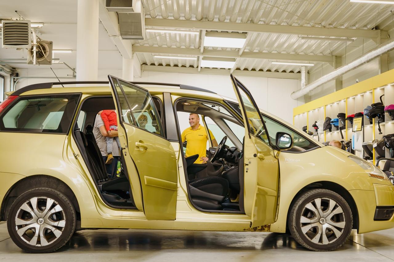 Zadzwoń i umów się na godzinną wizytę do Centrum Bezpieczeństwa fotelik.info oraz porozmawiaj z ekspertem o bezpieczeństwie w samochodzie!