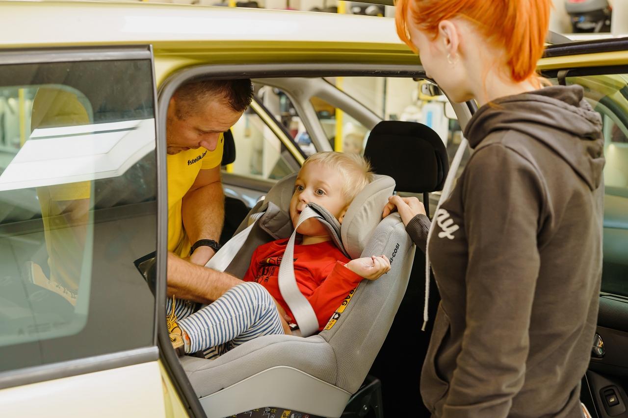 Bezpieczeństwo Twojego dziecka w foteliku samochodowym zależy od kilku czynników. Są to przede wszystkim: dopasowanie fotelika do dziecka i kanapy auta oraz prawidłowy i pancerny montaż
