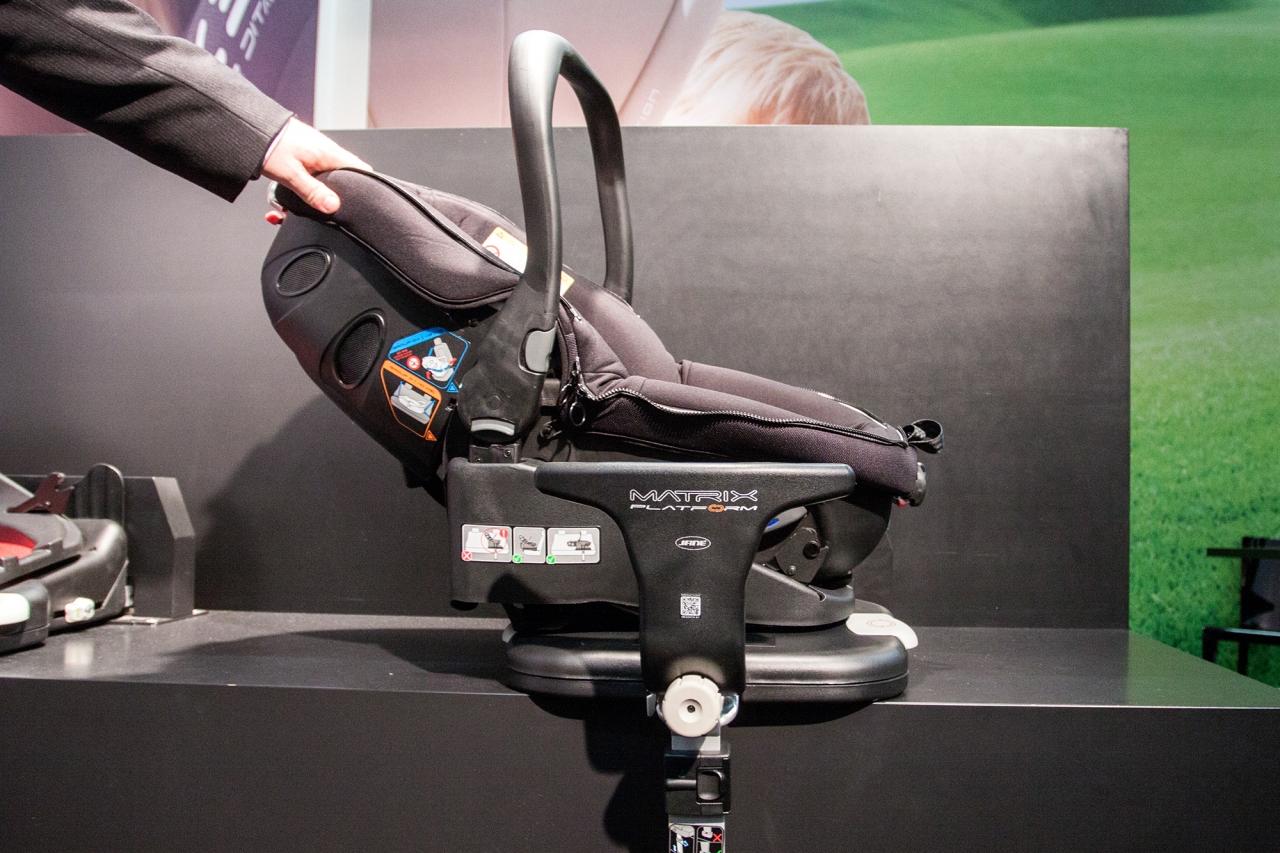 W dzisiejszej ciekawostce dowiemy się, co oznaczają homologacje w fotelikach samochodowych  i czy gwarantują bezpieczeństwo.