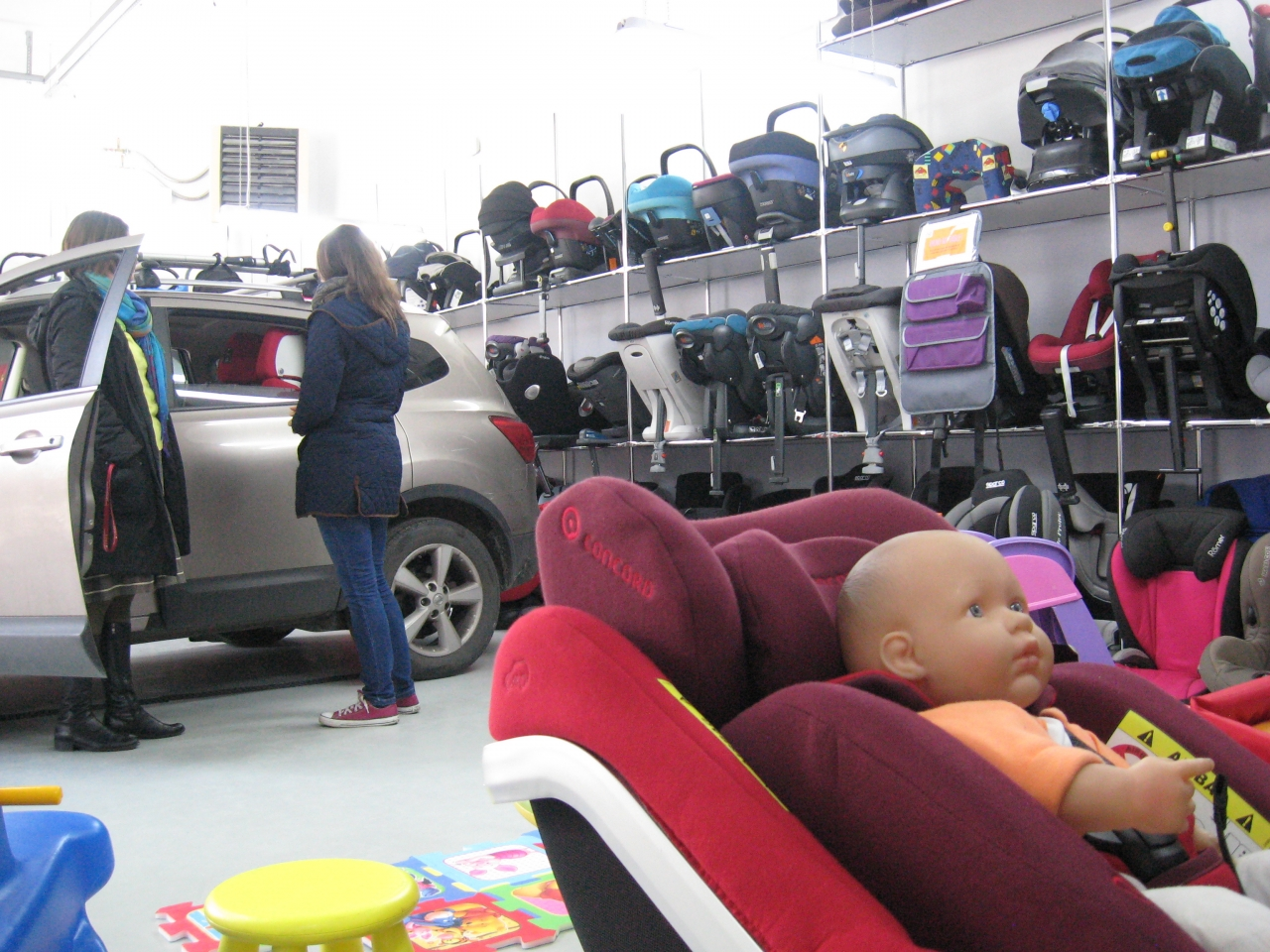 Do obszernego garażu wjadą aż trzy auta jednocześnie, jest jasny, oświetlony i odpowiednio ogrzany