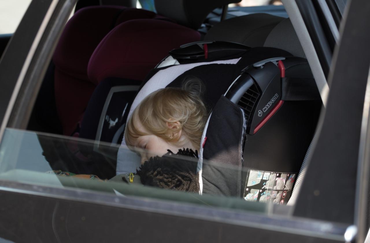 Nigdy, nie zostawiajcie dzieci w samochodzie bez opieki. Bez wględu na to czy wychodzicie na minutę czy na dziesięć.