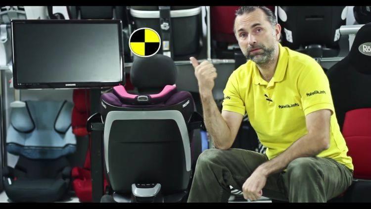Paweł Kurpiewski, wyjaśnia zasady działania sił przyspieszenia podczas wypadku.