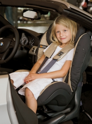 Tyłem do kierunku jazdy tak długo, jak się da - oto szwedzki przepis na bezpieczeństwo dzieci.