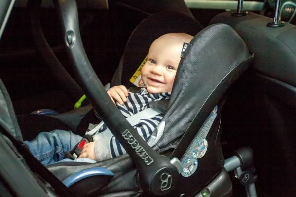 Kryterium do zmiany fotelika 0-13 kg jest głowa dziecka, a nie wystające z niego nóżki