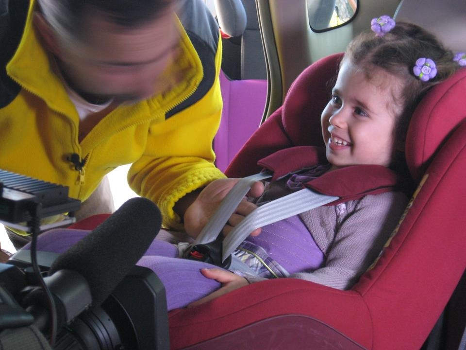 Zdradliwy luz sprawi, że dziecko może wypaść z fotelika