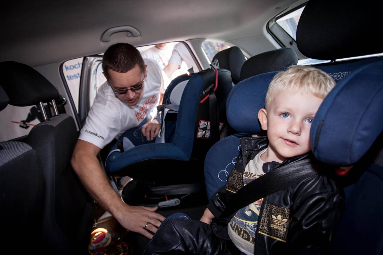Dzieci w Polsce należy przewozić do osiągnięcia przez nie 150 cm wzrostu. W artykule wyjaśniamy wszystkie zawiłości nowych przepisów