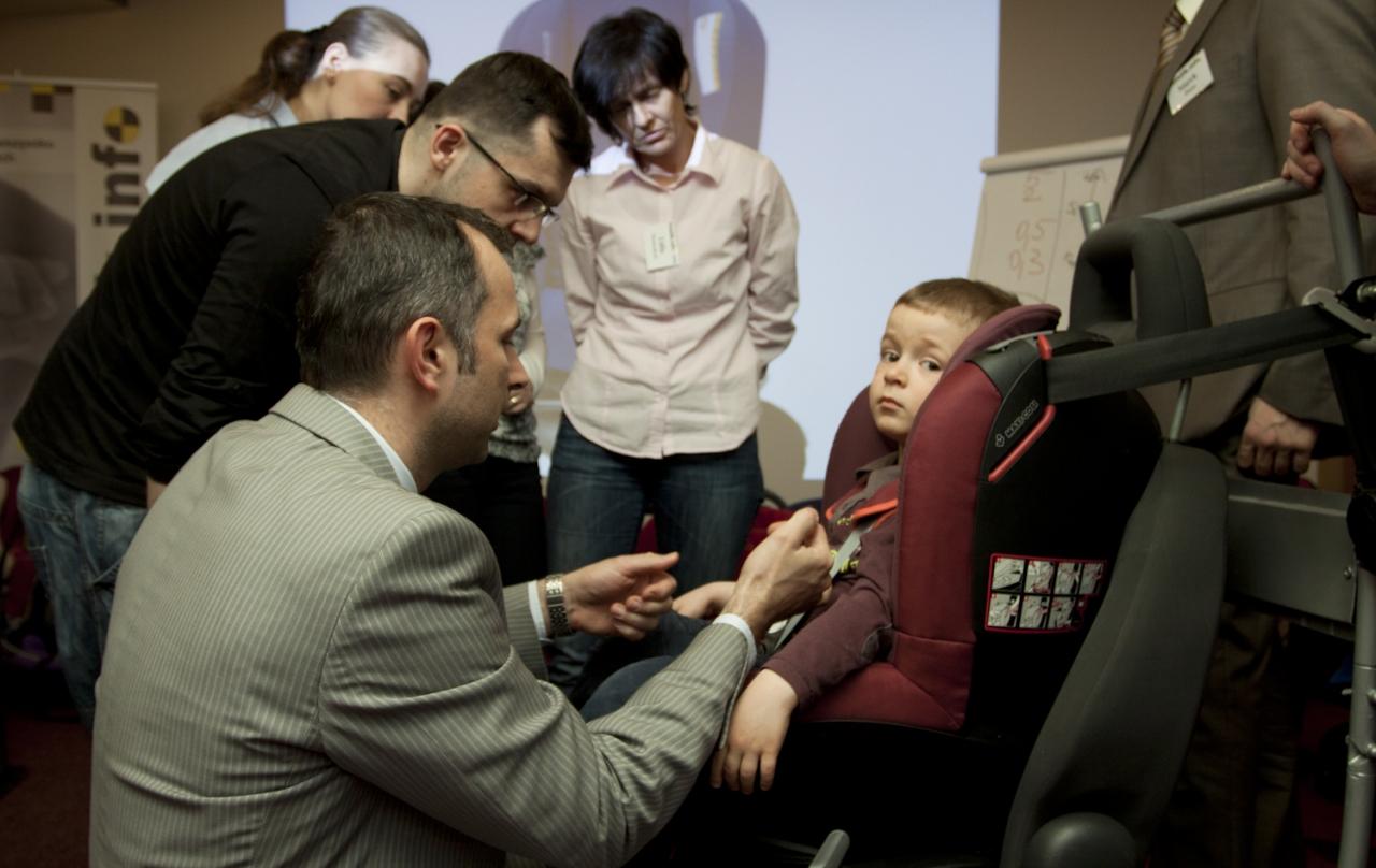 Ćwiczenia montażowe odbywają się z udziałem dzieci i zajmują znaczną część szkolenia